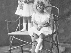[image for World Spotlight Princess_Alice_of_Battenberg_with_children.jpg]