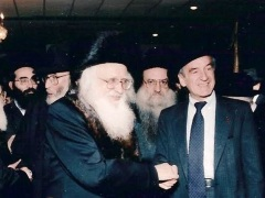 [image for World Spotlight Elie Wiesel shaking hands with the Ungvarer Rav.jpg]